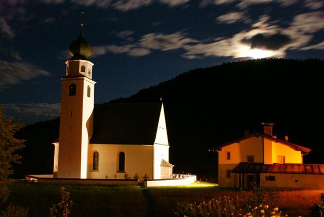 Thierbach Kirche bei nacht